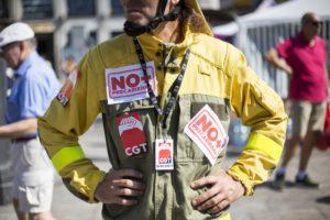 """Bomberas y bomberos forestales vuelven a protestar por su situación laboral y anuncian un """"verano caliente"""" con protestas y huelgas"""